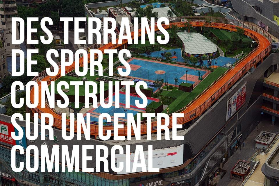 Des terrains de sports construits sur un centre commercial